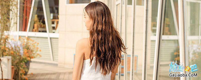 杨紫婚纱造型曝光 丸子头发型非常吸睛